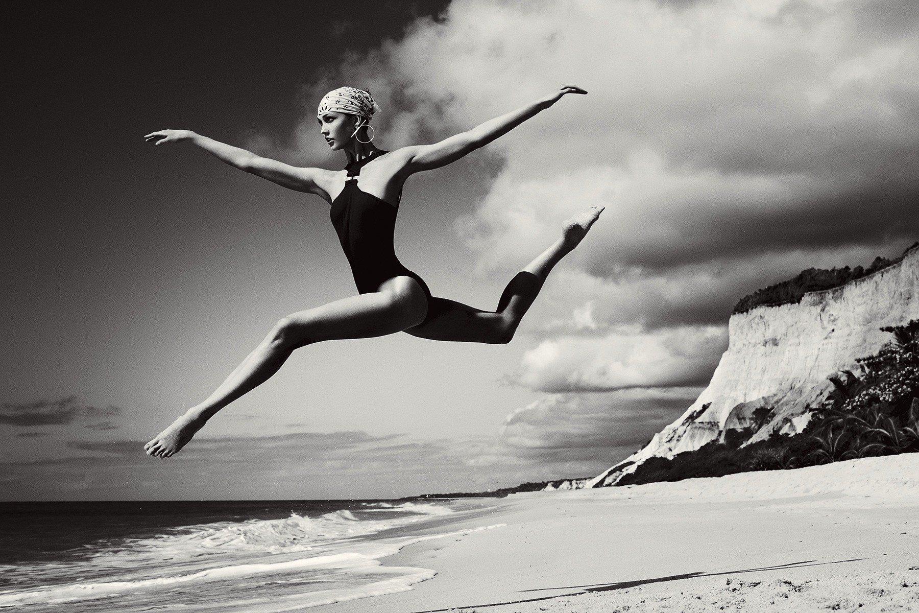 best-legs-throughout-history-karlie-kloss-2010s